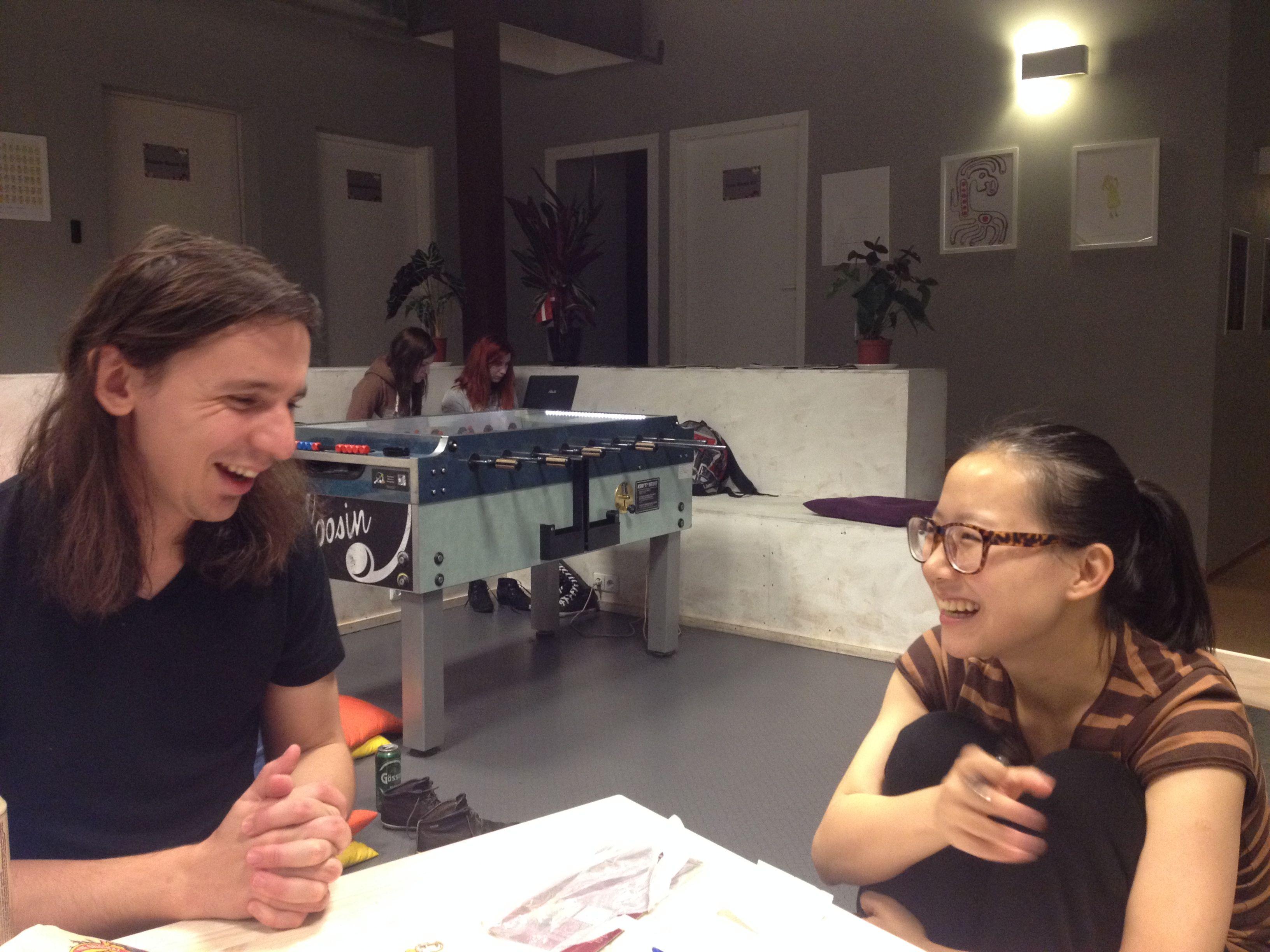 Con Taras y Renee practicando ruso y aprendiendo chino. Facilísimo...
