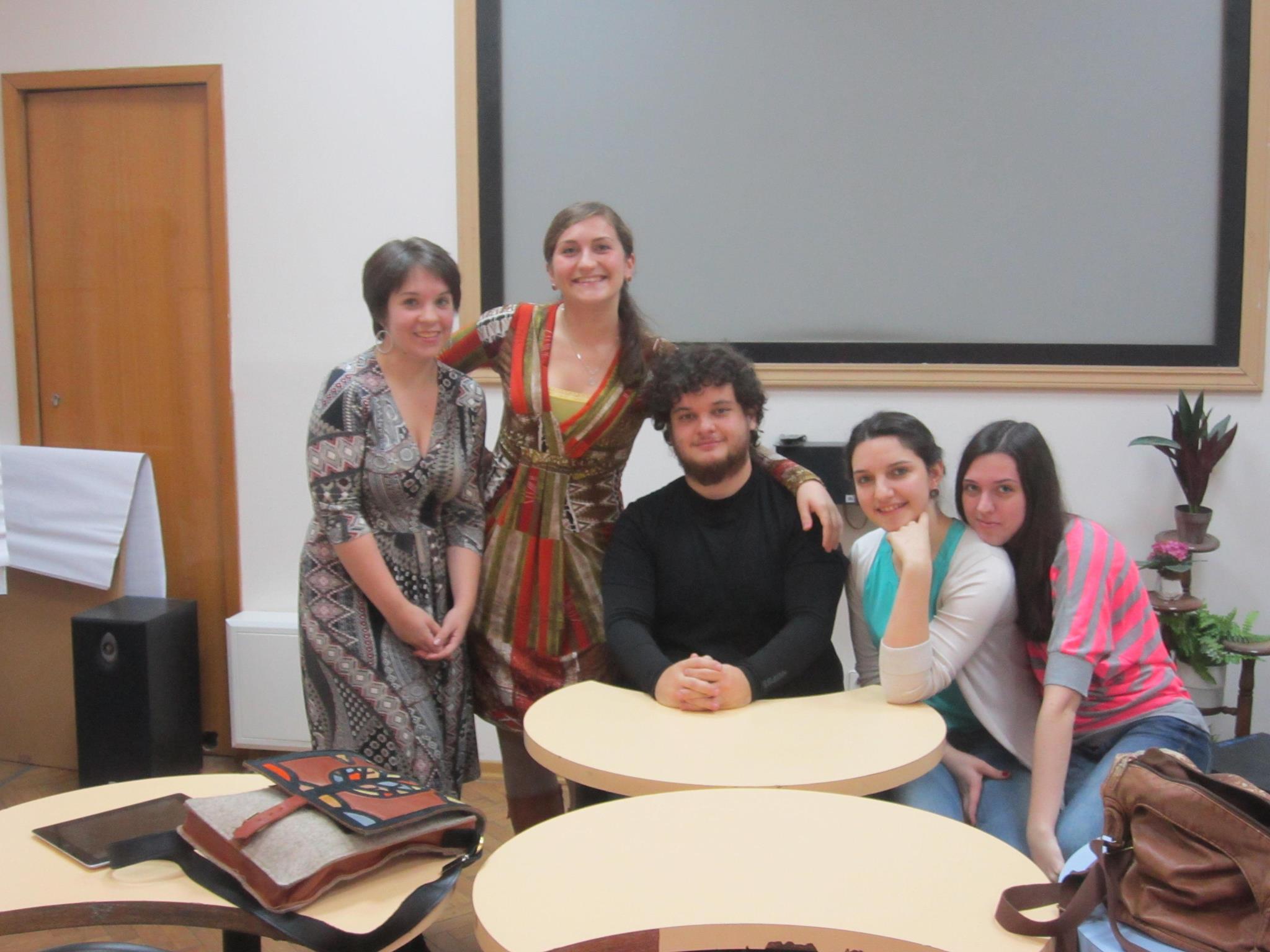 Con parte de las alumnas a las que les di una charla sobre España y viajar.
