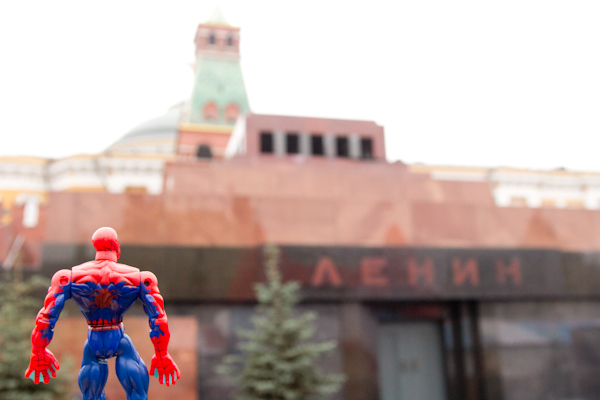 Me gustaría saber que opinaría Lenin si viese el bolso gigante de Louis Vuitton que había en medio de la Plaza Roja.