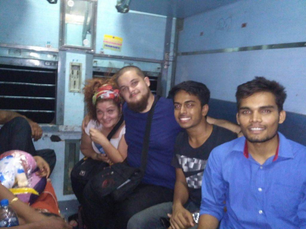 Los colegas que nos ayudaron en nuestro épico cambio de vagón.