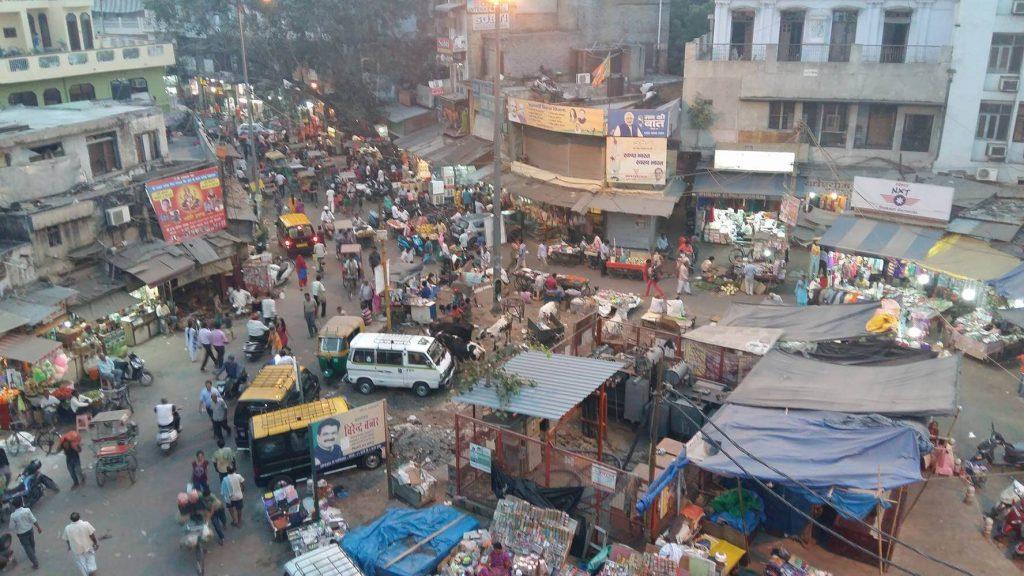 Vista de pájaro del bazar de Paharganj.