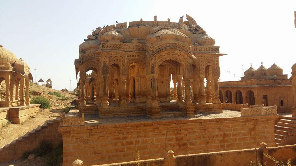 Uno de los tantos mausoleos de maharajas que vimos.
